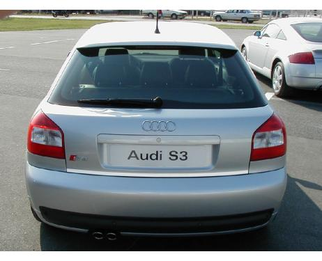 Baguette de coffre chromée Audi S3 9803